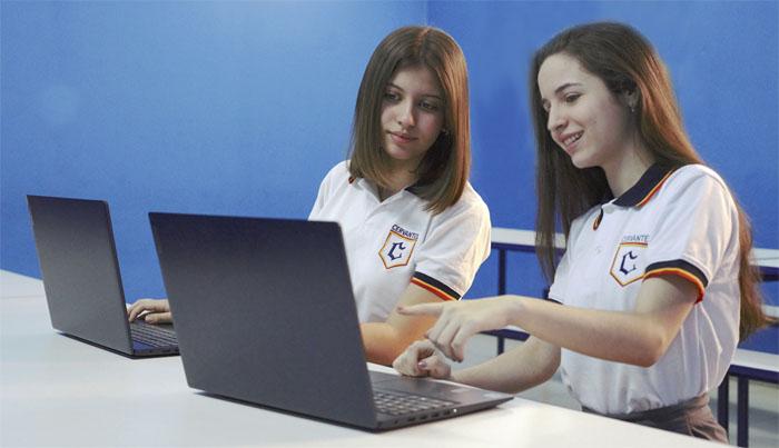Educación presencial, híbrida y virtual.